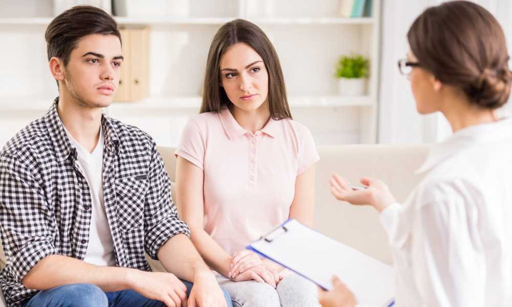 Reasons of consulting a couples therapist