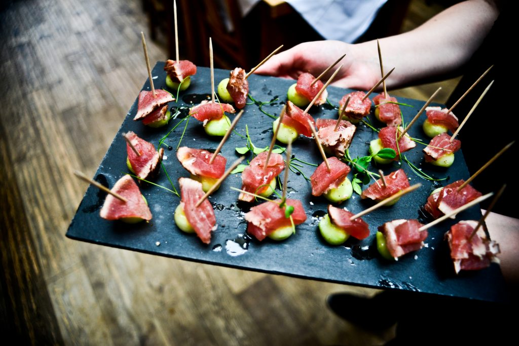 Factors that need to be addressed before choosing a corporate catering company